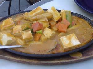 Tofu & Veggies in Peanut Sauce